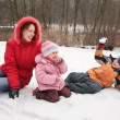 Mother and children play in winter park — Stock Photo