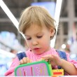 Portrait of child in shop — Stockfoto