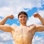 Bodybuilder on sky background — Stock Photo #7448230