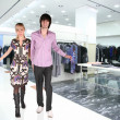 Foto Stock: Couple in Clothes boutique