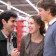 Three friends talk in shop — Foto de Stock