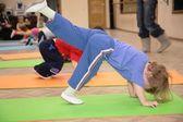 Dziewczyna jest zaangażowany w gimnastyce 5 — Zdjęcie stockowe