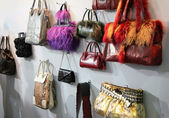 Women bags in shop — Stock fotografie