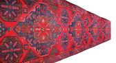 Tapete vermelho, com ornamentos geométricos em branco — Foto Stock