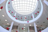 Interior of commercial center, decorated with infatable hearts — Stock Photo
