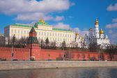 Kremlin palace and churches — Stock Photo