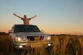 Man with offroad car in field — Stock Photo