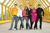 Group of young friends stand on footbridge — Stock Photo