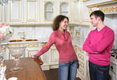 Young couple stand on kitchen — Stock Photo