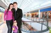 Family with girl in universal store — Stock Photo