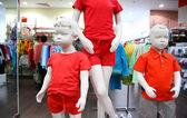 Manequins de criança em loja — Fotografia Stock