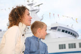 Mother, son and white ship — Stock Photo