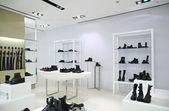 Divisão de loja com calçado e cintos — Foto Stock