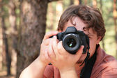 Photographer photographs in forest — Stock Photo
