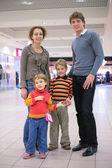 Parents with children in supermarket — Stock Photo