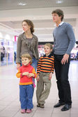 Family in supermarket — Stockfoto
