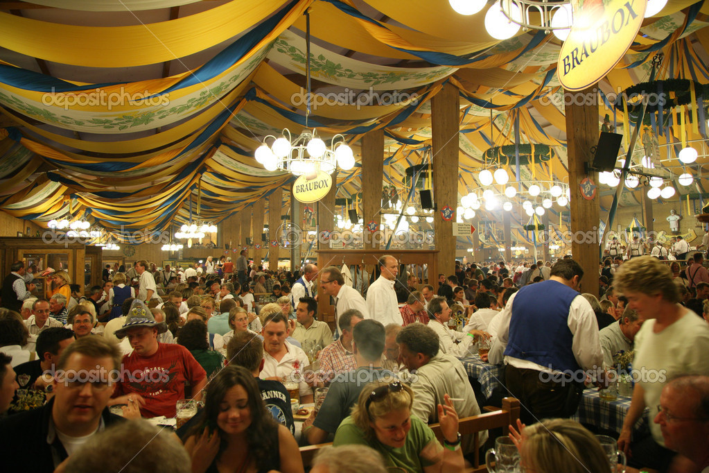 MUNICH, GERMANY - OCTOBER 16: in beer on Octoberfest October 16, 2007 in Munich, Germany. — Stock Photo #7448107