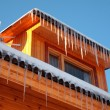 Roof of house with icicles - Stockfoto