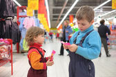 Children in supermarket — Stock Photo