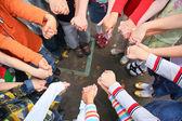 Círculo de los niños, que se llevan a cabo para las manos — Foto de Stock