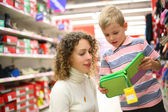 Mother and son with green box in shop — Stock Photo