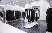 Loja de roupas em cabides — Foto Stock
