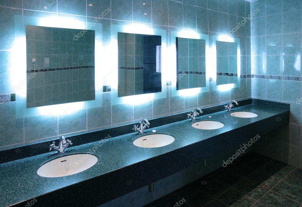 Lavabos en baño público — Foto de stock © Paha_L #7450227