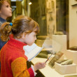 Boy and little girl at excursion in historical museum near exhib — Foto Stock