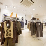 prémisse d'une boutique de vêtements, collection d'automne — Photo #7937473