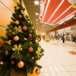 Fur-tree densely covered by Christmas ornaments in shopping cent — Lizenzfreies Foto