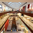 DUBAI - APRIL 18: Interior View of Dubai Mall, one of largest ma — Stock fotografie