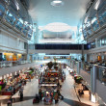 DUBAI - APRIL 19: big modern shopping center in Dubai Internatio — Stock Photo #7937817