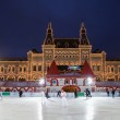MOSCOW - DECEMBER 5: The skating rink has opened on Red square i — Stock Photo