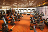 Large gym hall with treadmills and exercise bicycle in cruise sh — Foto de Stock
