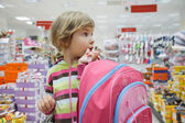 Little girl in supermarket alone — Stock Photo