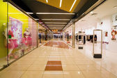 Shopping centre corridor, Shops with wide choice of clothes — Stock Photo