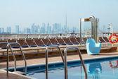 Výletní parníku paluba s bazénem — Stock fotografie