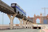 DUBAI - APRIL 19: Atlantis hotel and monorail train on a man-mad — Stock Photo