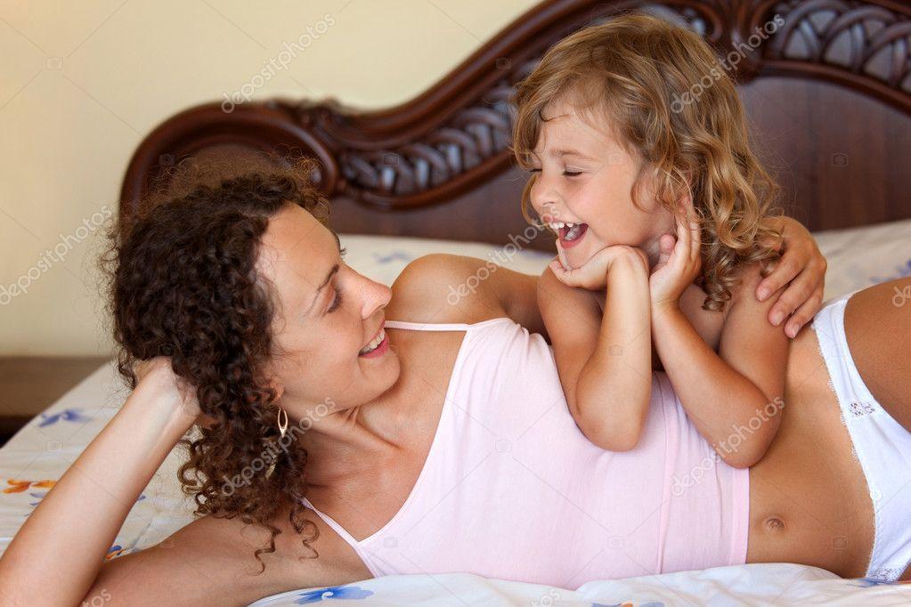 мать с дочкой фото голые № 396463 загрузить