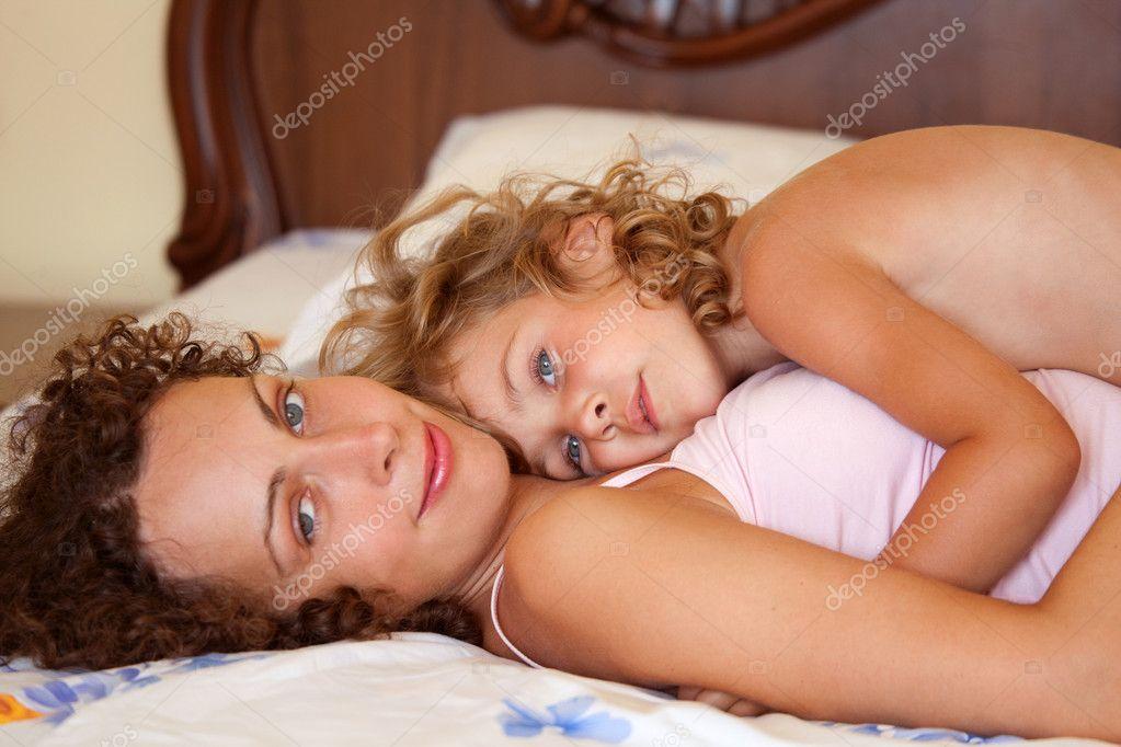Фото мам в постели 8 фотография