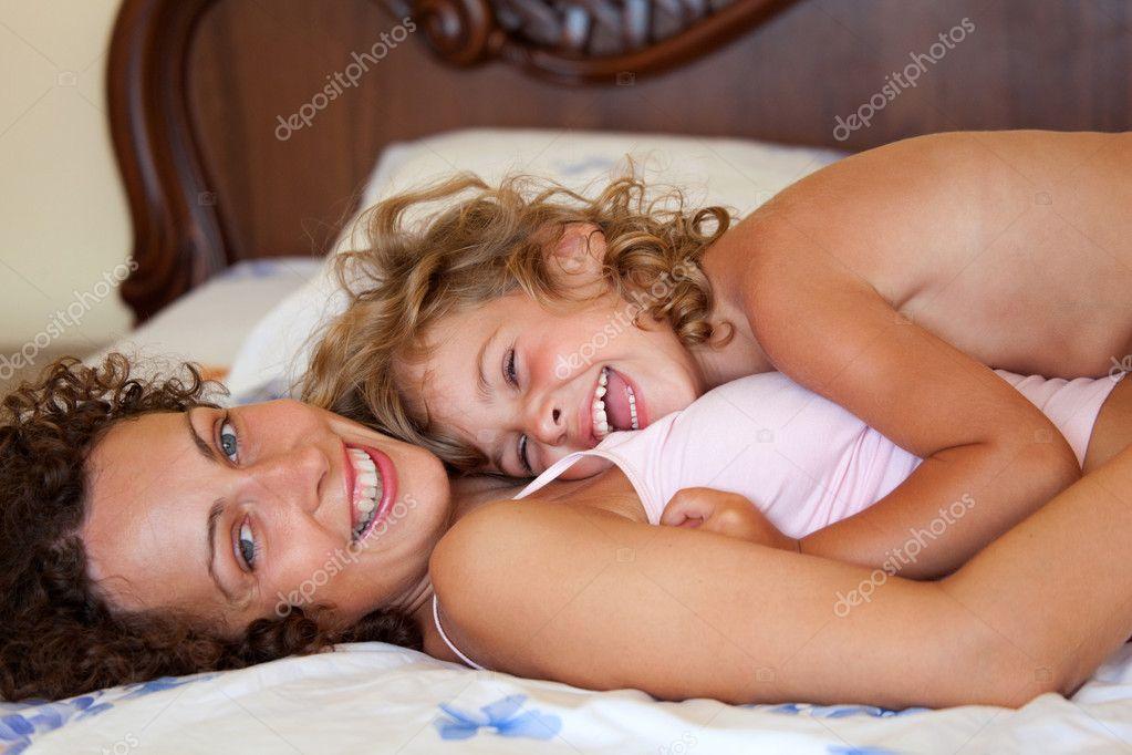 фото эротика мама с дочкой № 139017 без смс