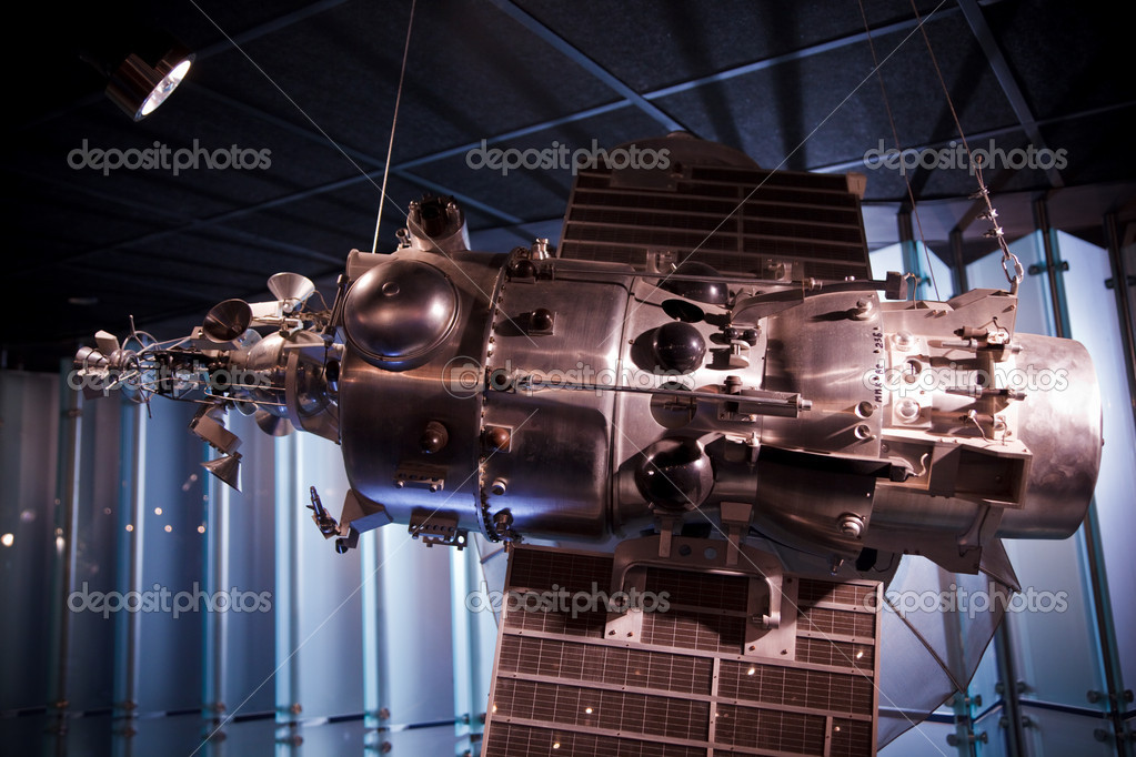 MOSCOW, RUSSIA - NOVEMBER 8: Space Museum. Space Museum. Soviet spacecraft to study Earth's orbit. November 8, 2009 in Moscow, Russia. — Stock Photo #7936686