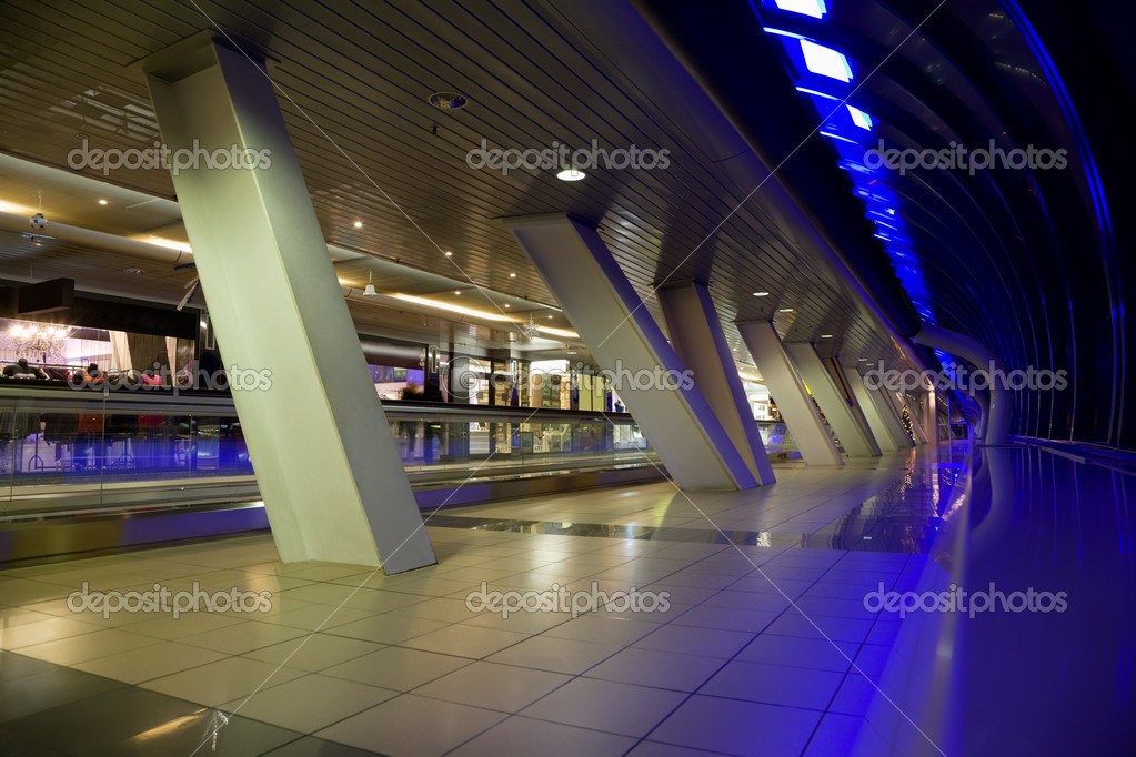 Long corridor with big windows and show-windows of shops in modern building at night — Stock Photo #7938850