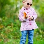 Cute girl in autumn park — Stock Photo