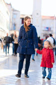Mother and daughter in city — Stock Photo