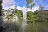 Palace, lake and fountain — Stock Photo