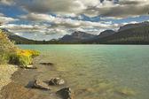 Göl kenarında sonbahar — Stok fotoğraf