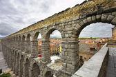 Die antiken aquädukt und alten segovia — Stockfoto