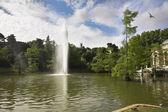Colonnade, lac et fontaine — Photo
