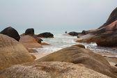 在海滩和苏梅岛的如诗如画的悬崖 — 图库照片